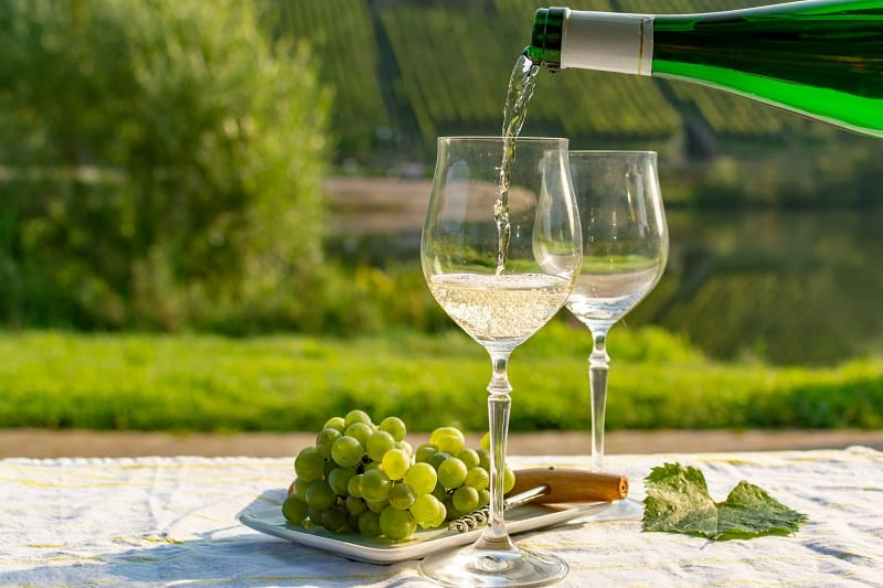 Riesling-Wine-Pairing-for-White-Meat-and-Seafoods