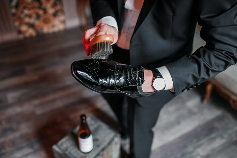 Shine-your-shoes-100-Plus-Ways-To-Be-A-Better-Man