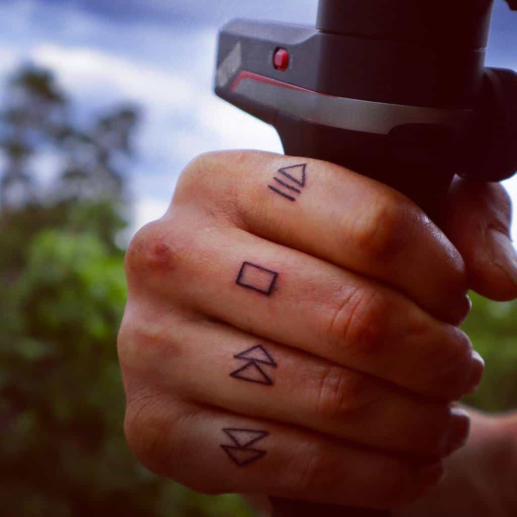 Simple Finger Tattoo for Men tenzakamerou