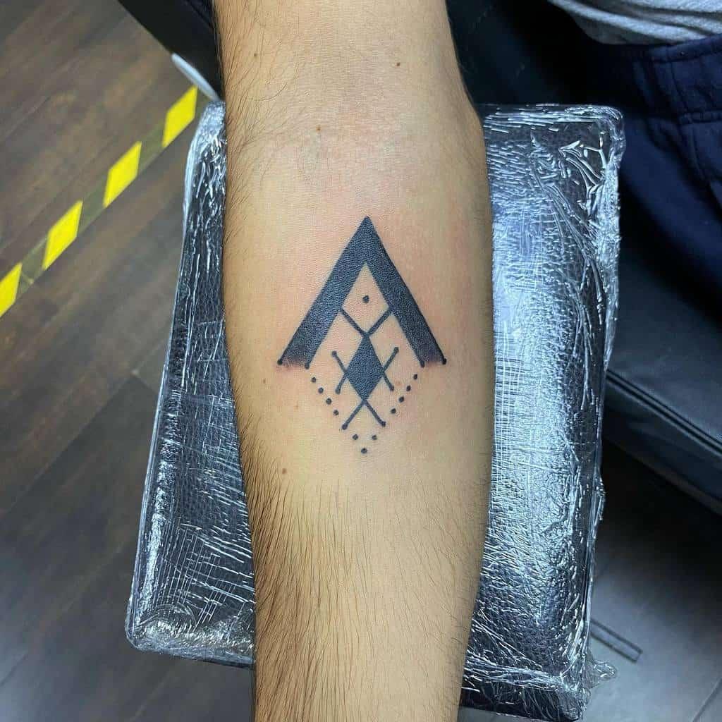 Simple Geometric Tattoo for Men nelson.mandalatattoo