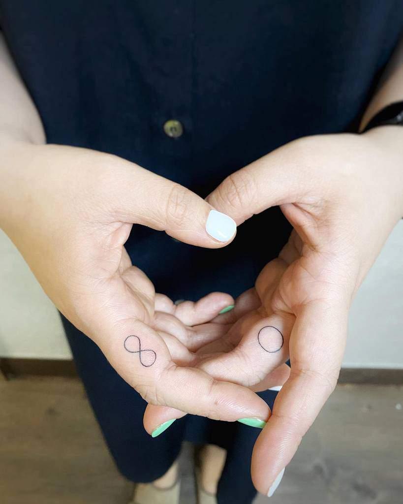 Simple Small Finger Tattoos zii_tattoo