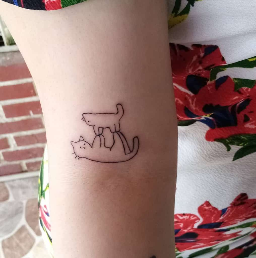 Small Cat Simple Tattoos riios_daniiel_