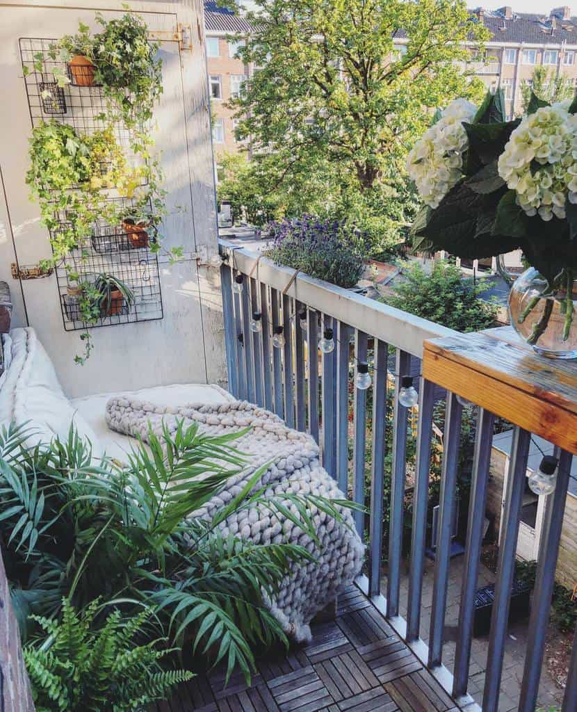 Small Deck Decorating Ideas -homestylinginspiration