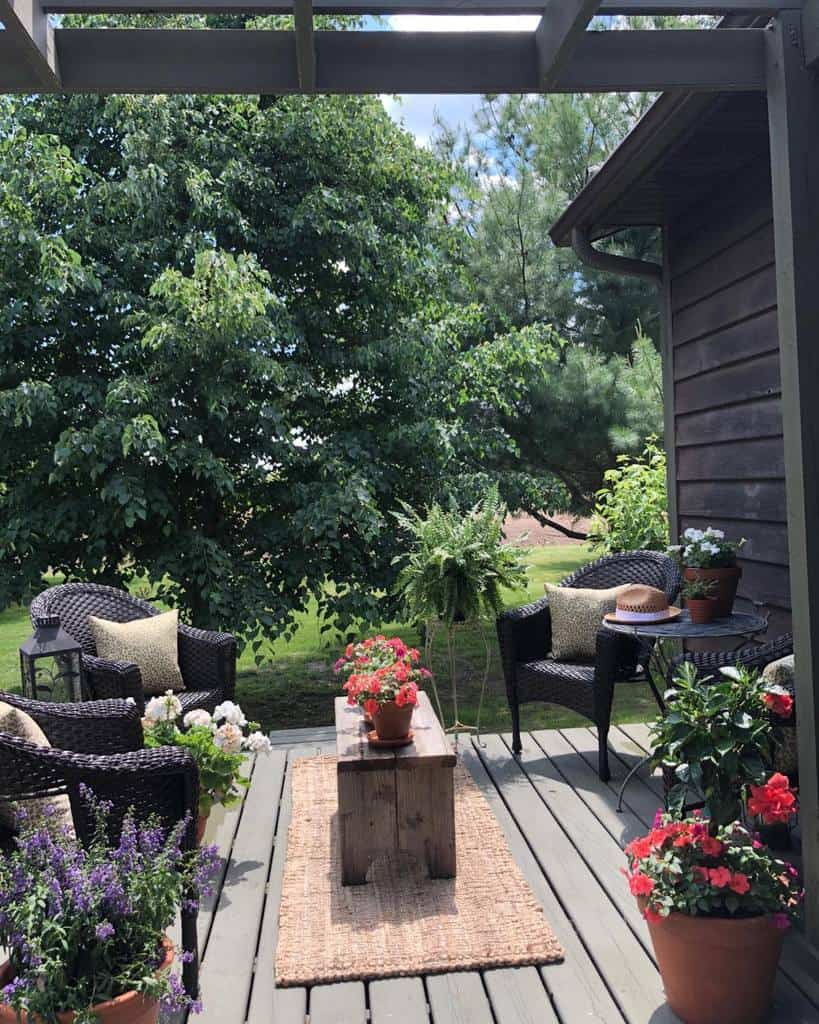 Small Deck Decorating Ideas -lake_inspired