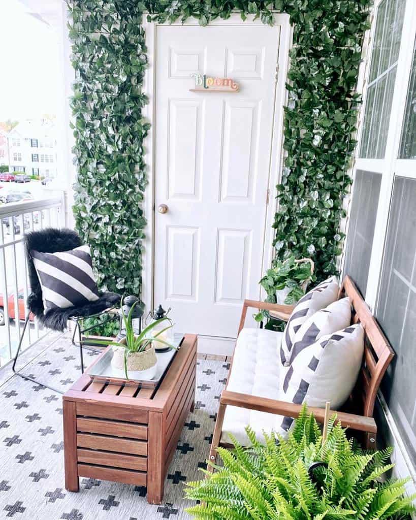 Small Deck Decorating Ideas -theprettybyrdhouse