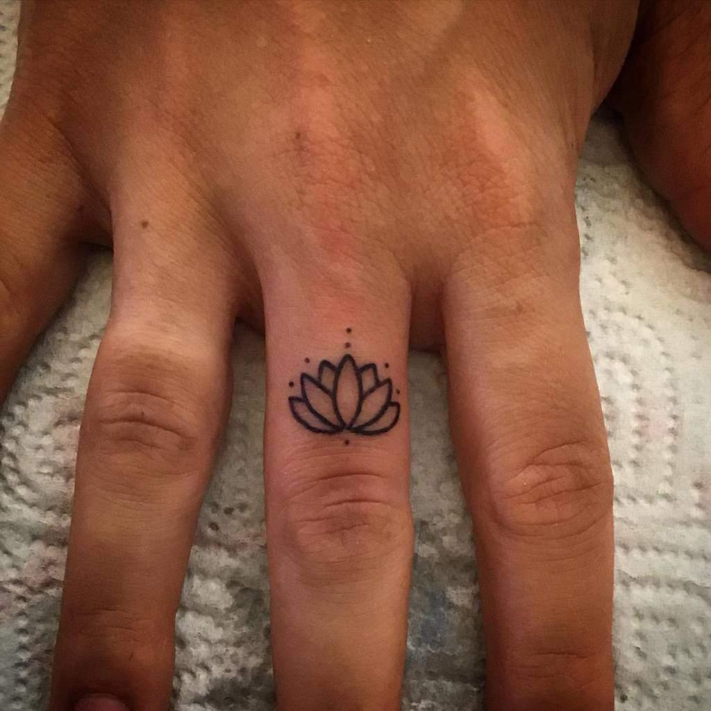 Small Flower Hand Finger Tattoos Gattanera74
