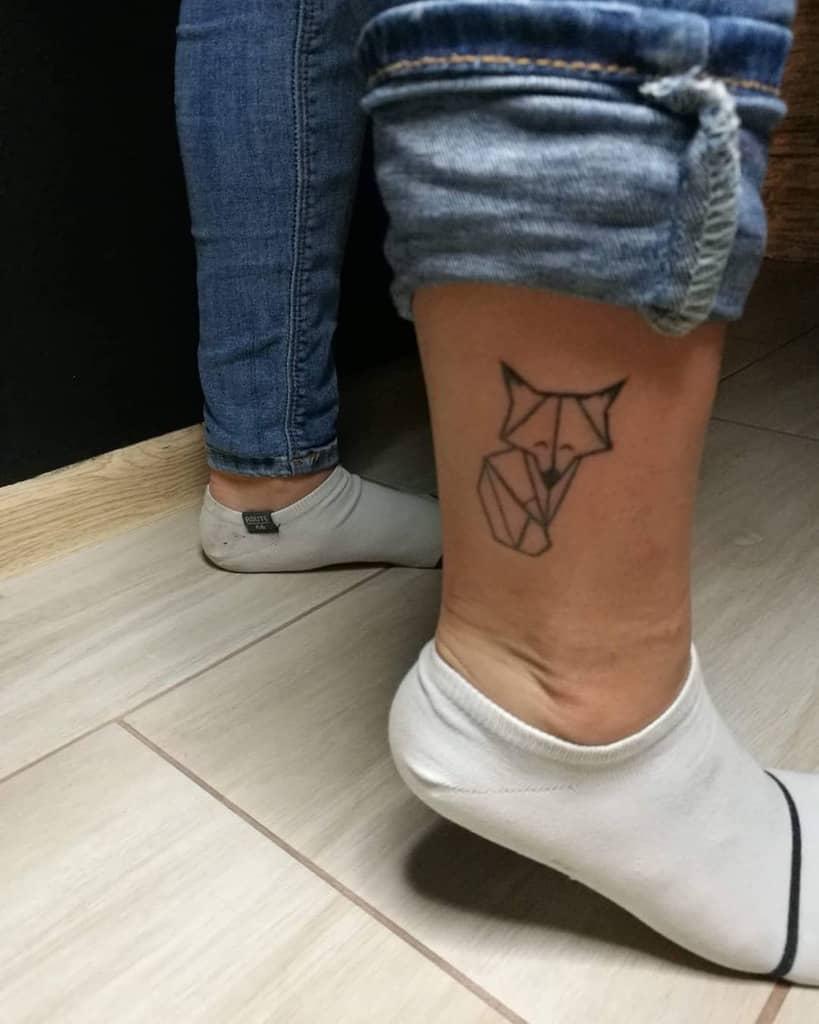 Small Geometric Fox Tattoo happy.artist.dmg
