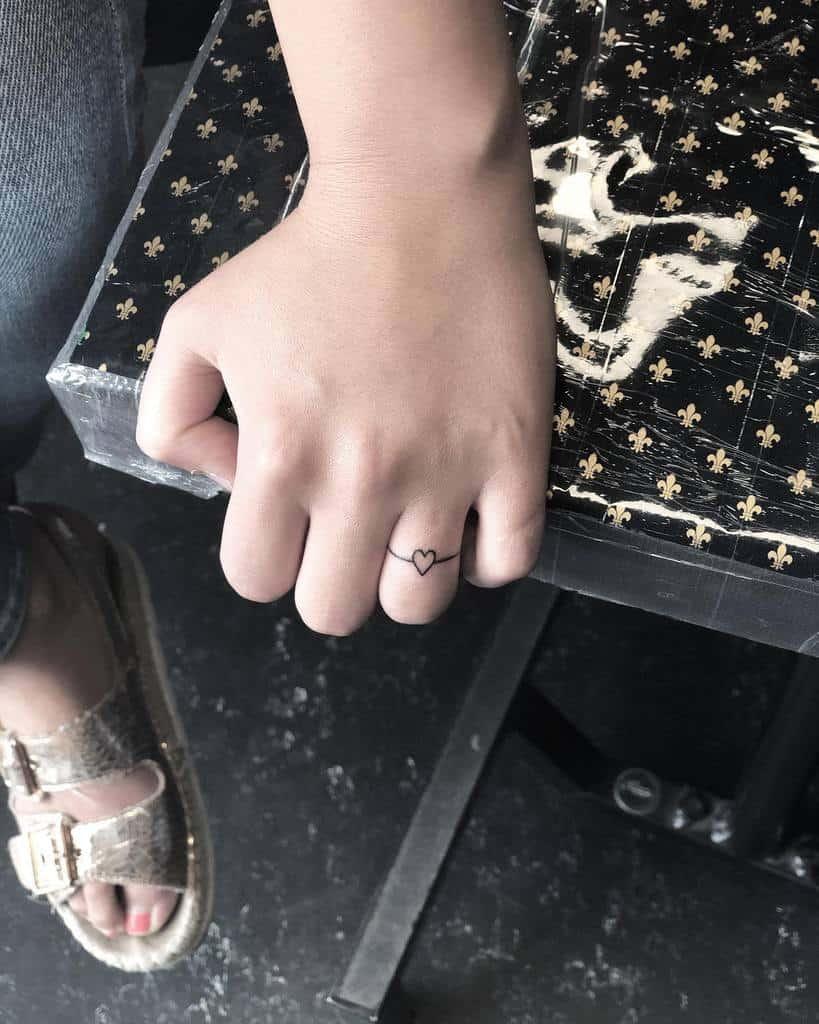 Small Heart Finger Tattoos laura.tinta
