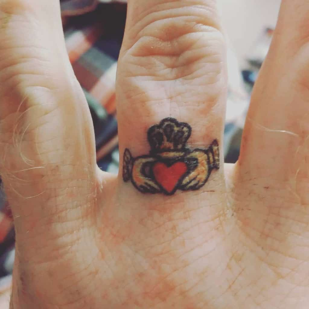 Small Heart Finger Tattoos simply_sleepless