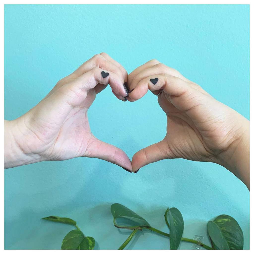 Small Heart Hand Finger Tattoos Julesnovakhair