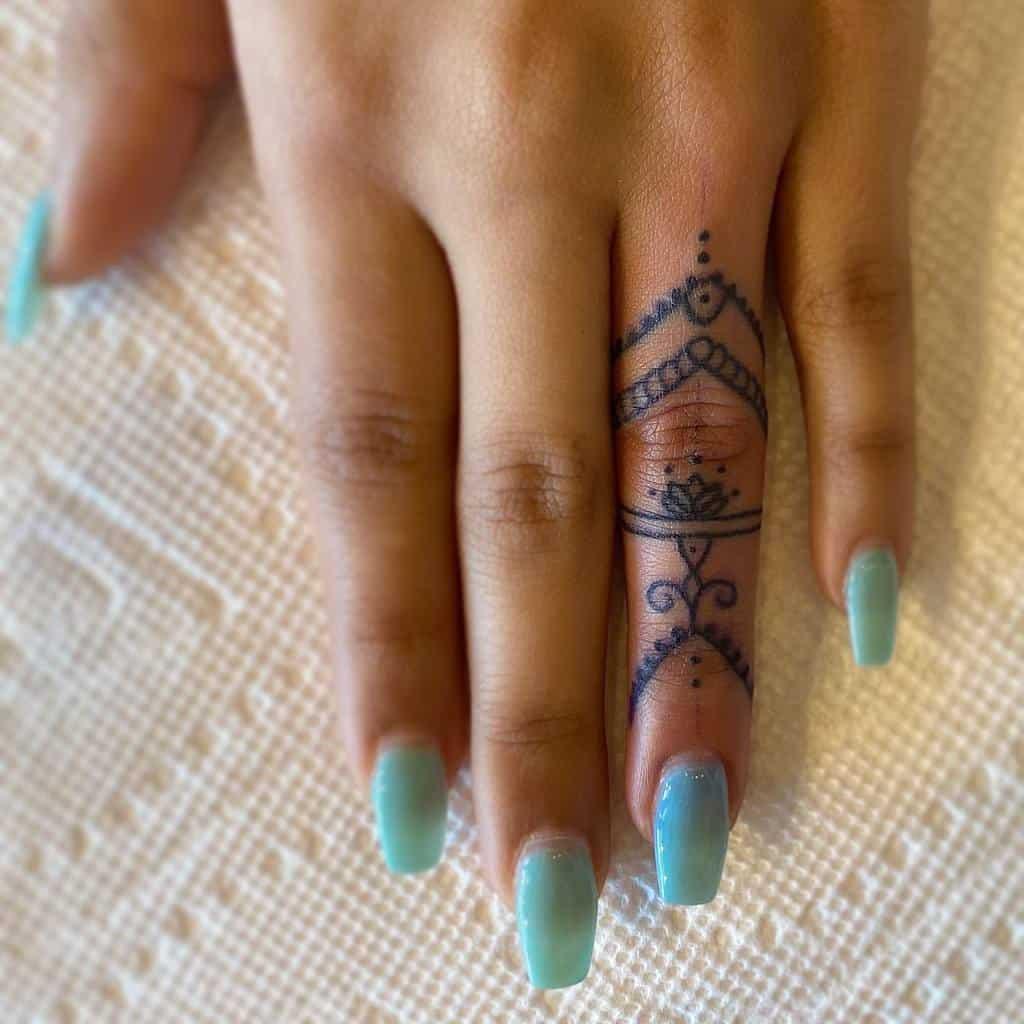 Small Mandala Ornament Finger Tattoos astro.racho.tattoos