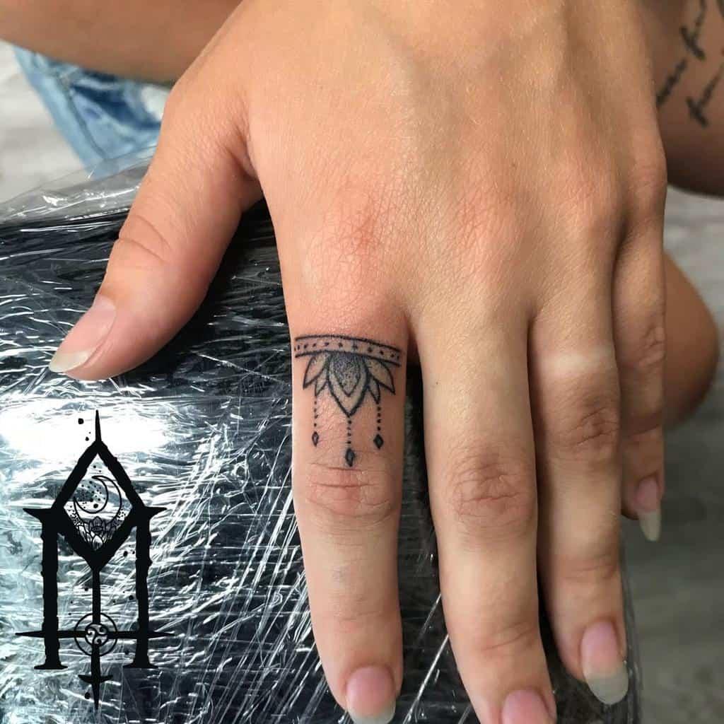 Small Mandala Ornament Finger Tattoos mustesielu