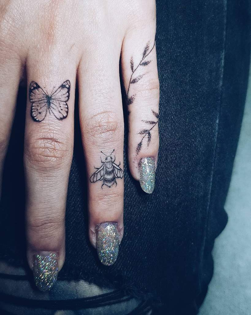 Small Women Finger Tattoos kronisk_kald