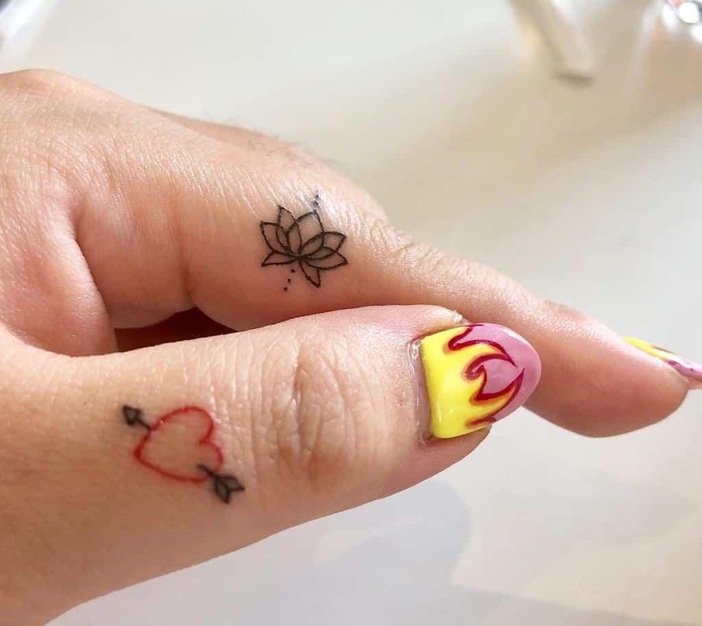 Small Women Finger Tattoos samelberg