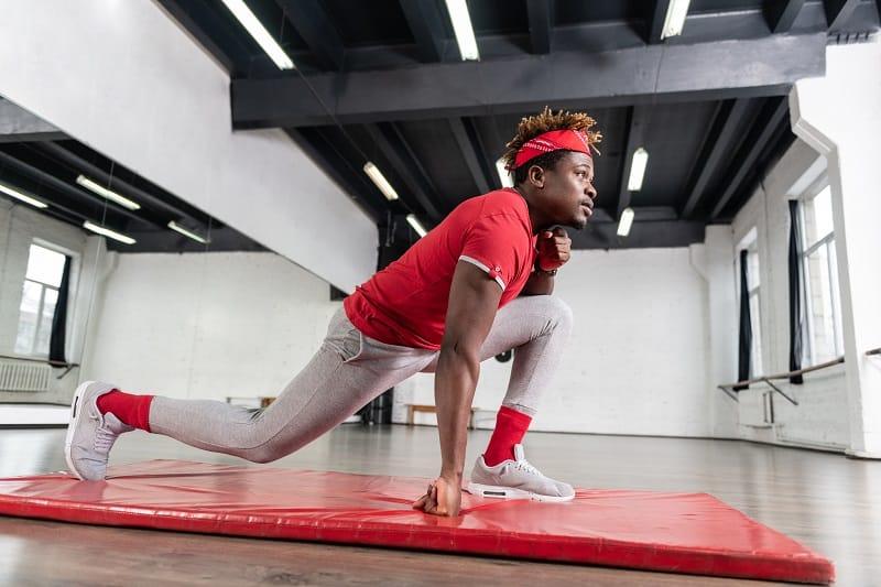 Split-Squat-Jumps-Best-Leg-Exercises-for-Men