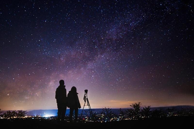 Stargazing-Valentines-Day-Date-Ideas