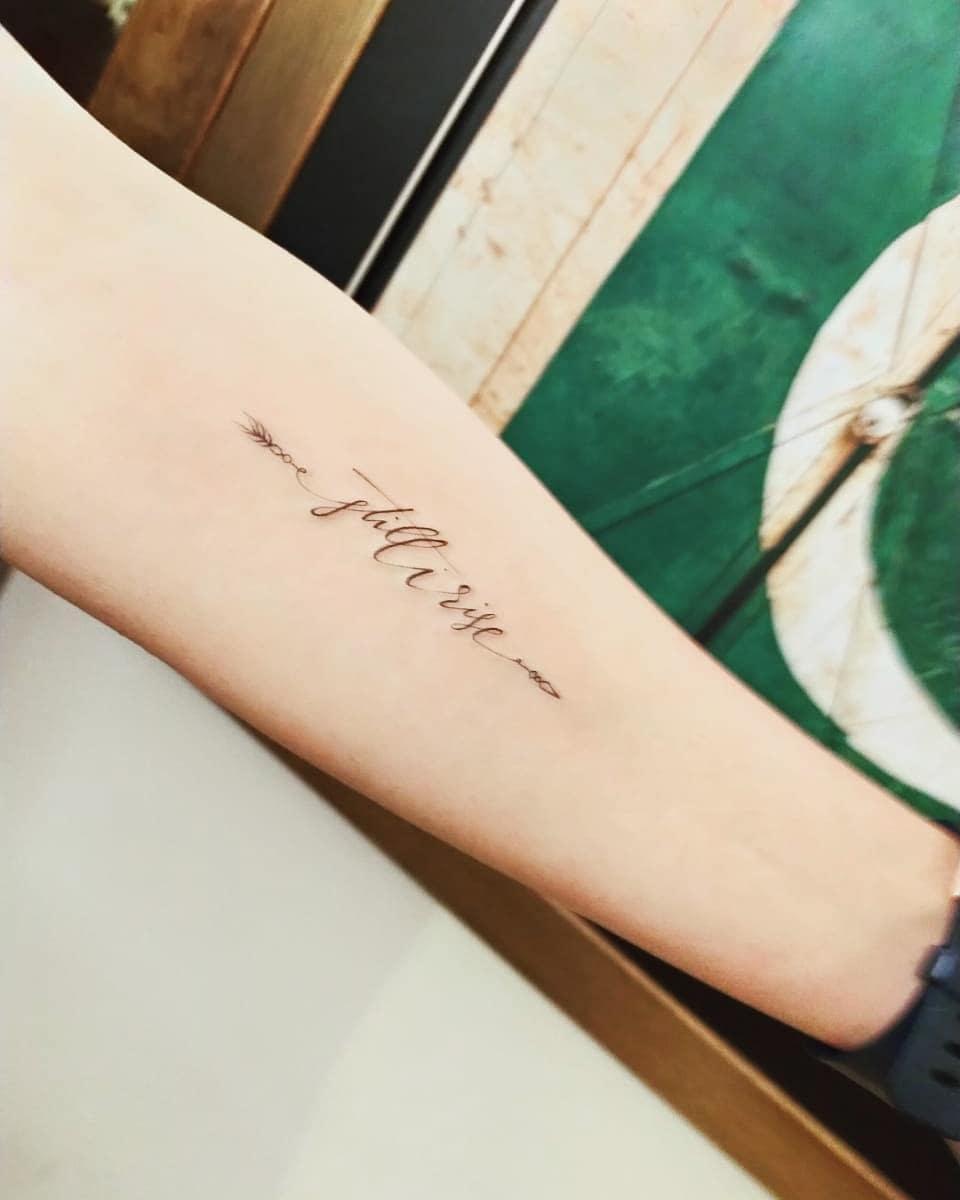 Arrow Still I Rise Tattoo -kukukobain