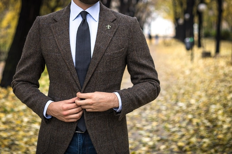 Man,In,Custom,Tailored,Suit,Posing,Outdoors,In,Autumn,And