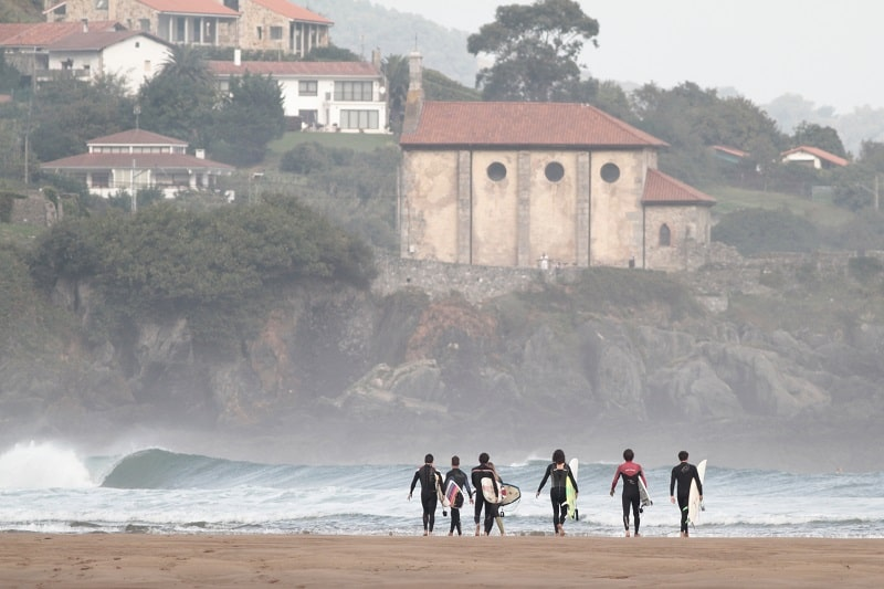 Surf-Spot-in-Mundaka-Basque-Country-Spain