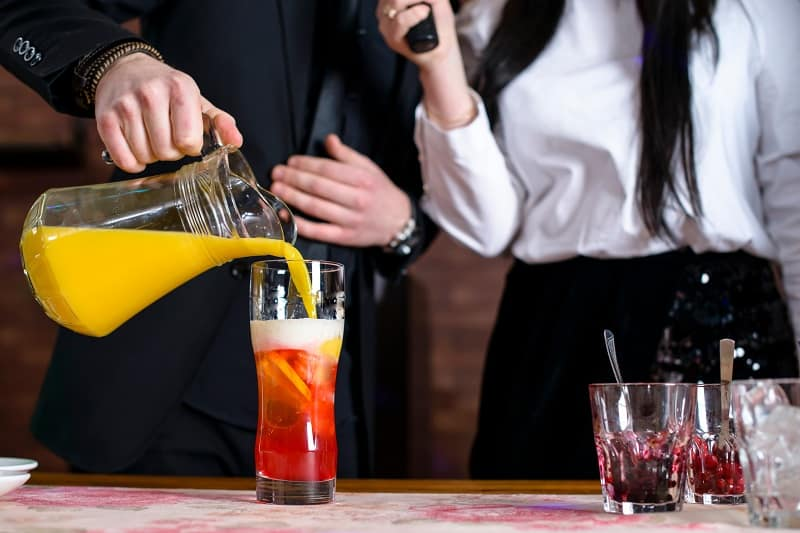 Take-a-Cocktail-Class-Together-Valentines-Day-Date-Ideas