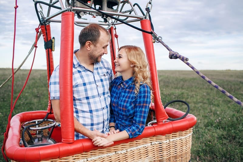Take-a-Hot-Air-Balloon-Ride-Valentines-Day-Date-Ideas