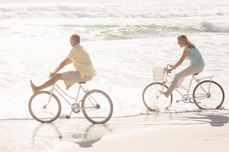 Take-a-Romantic-Beach-Bike-Ride-To-Keep-The-Romance-Alive