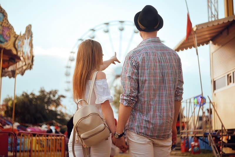 Theme-Park-Day-Trip-To-Keep-The-Romance-Alive