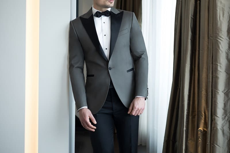 Tips-for-Wearing-a-Dinner-or-Tuxedo-Jacket