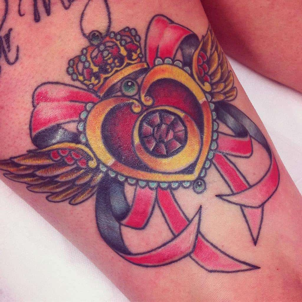 Traditional Heart With Wings Tattoo lars_greiwe