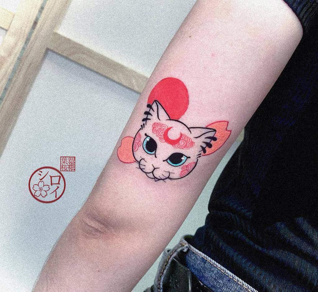 Upper Arm Tattoos for Women shiroi_tatts