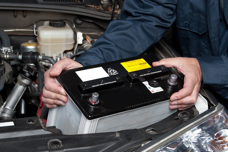 Use-a-Pocket-Knife-to-Clean-Car-Battery-Terminals