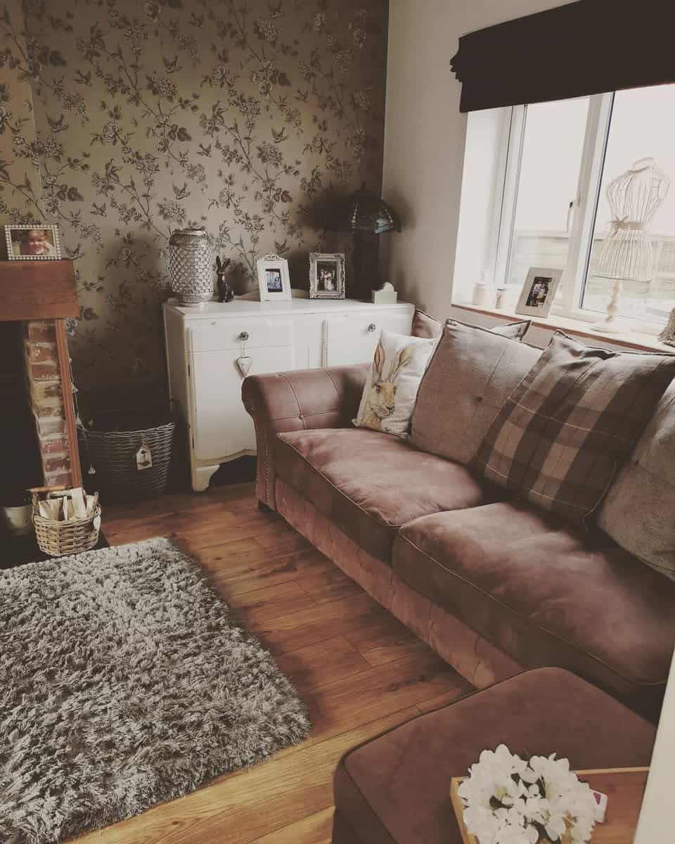 Wallpaper Brown Living Room Ideas -house2home_123