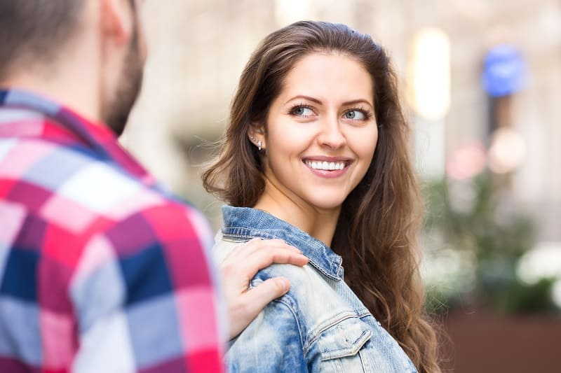 10 Ways To Approach Women in the Real World