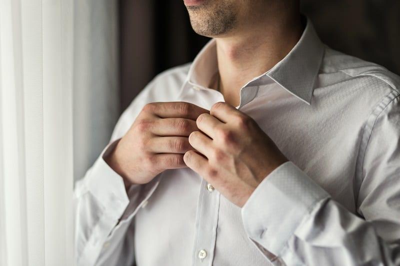 Wear-dress-shirts-with-natural-fibers-Beat-Scorching-Summer-Heat