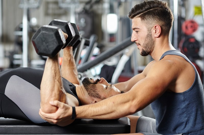 Gewichts-Routine-Um-Sie-in-Form zu bringen