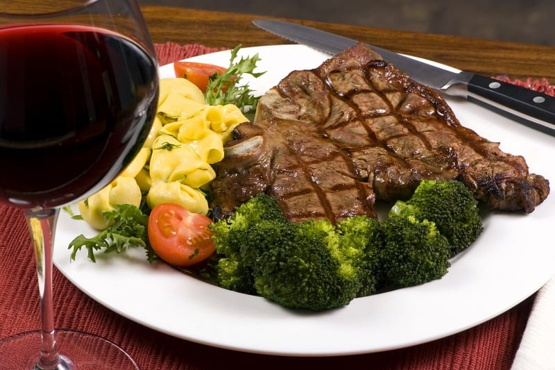 What-wine-goes-best-with-T-bone-and-porterhouse-steak