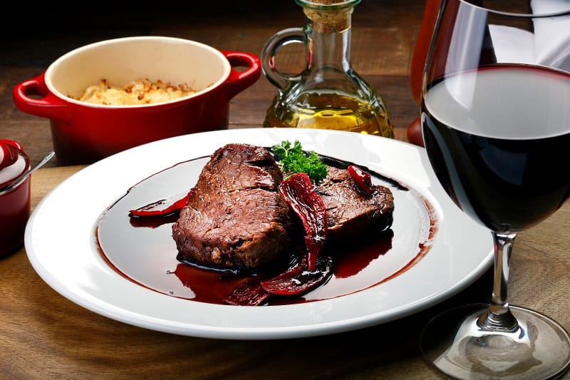 What-wine-goes-best-with-filet-mignon