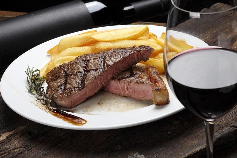What-wine-goes-best-with-ribeye-steak