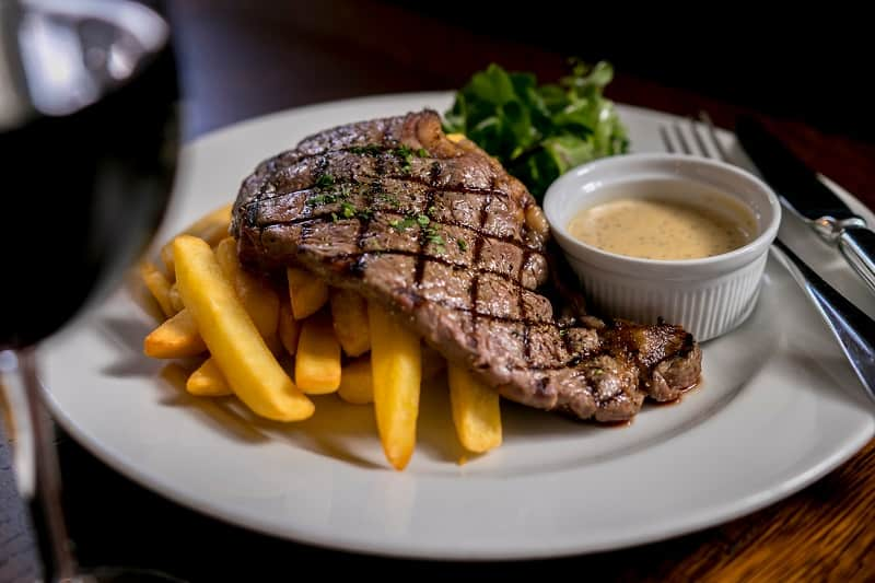 What-wine-goes-the-best-with-sirloin-steak