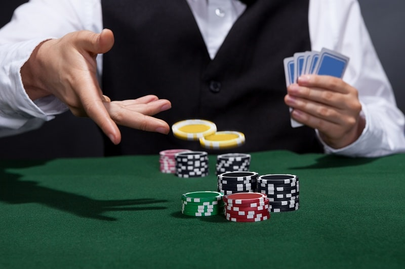 When I start playing it's with one hand, but when I lose I begin playing with two hands - BlackJack Strategy