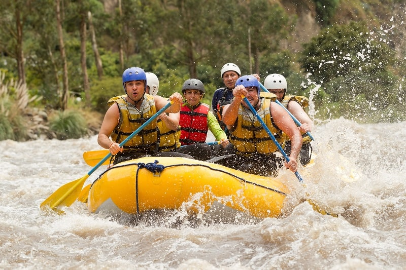 Whitewater-Rafting-Extreme-Sports-Ever-Man-Needs-to-Experience