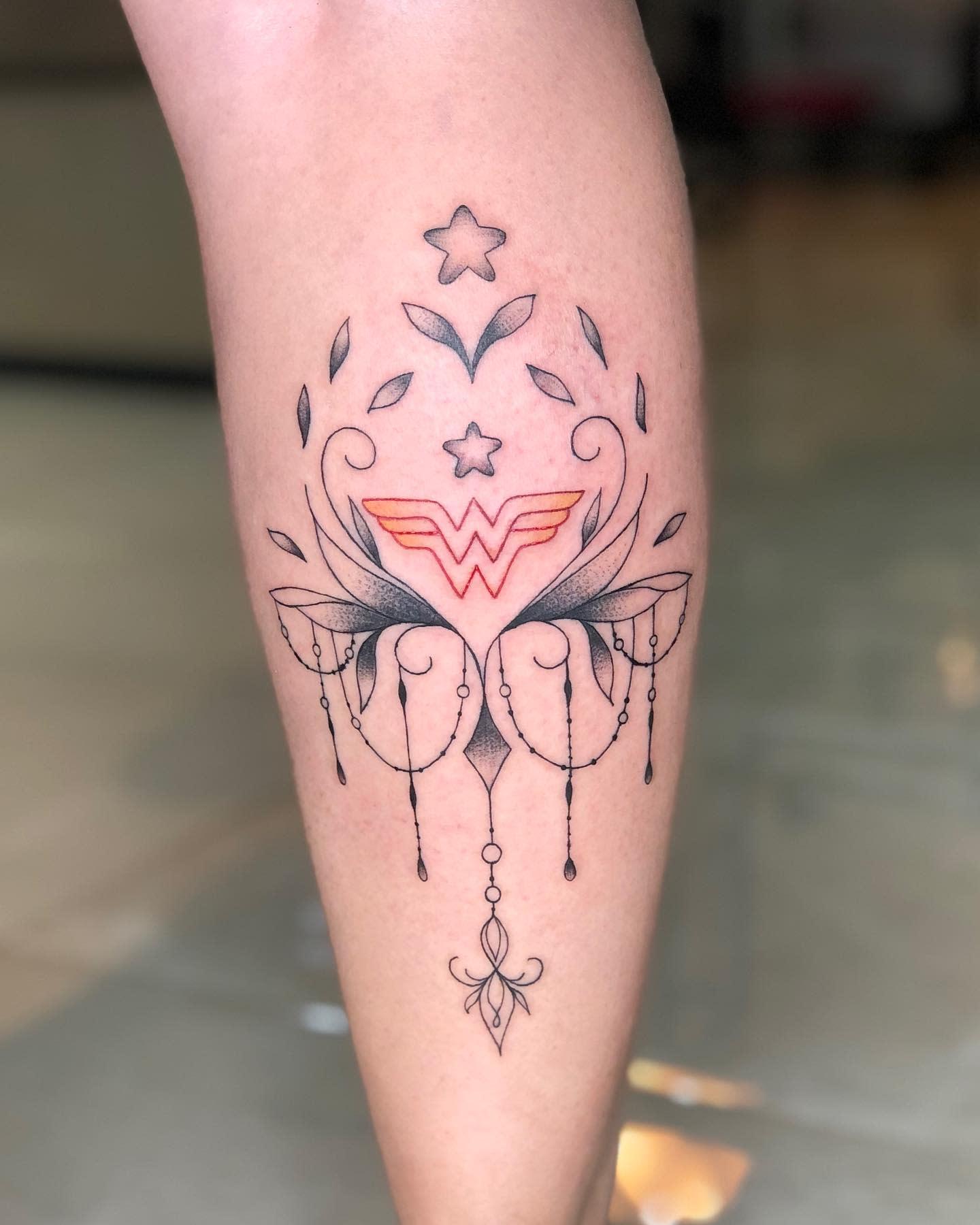 Minimalist Wonder Woman Tattoo -nobre.tattoo