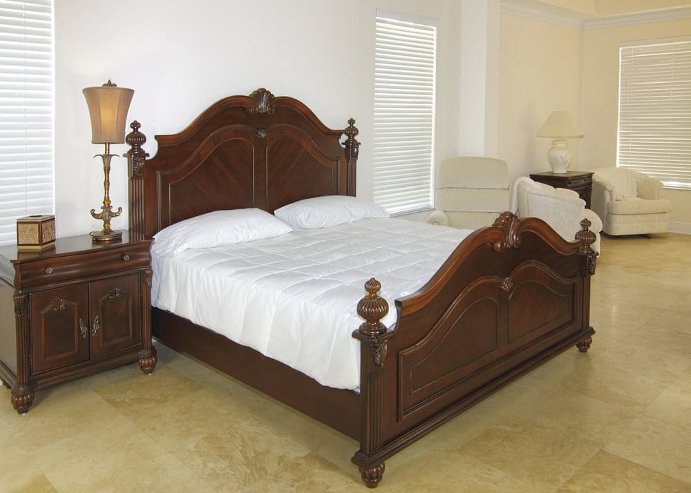 Overview,Of,A,Beautiful,Classic,Bedroom,Suite,In,A,Private