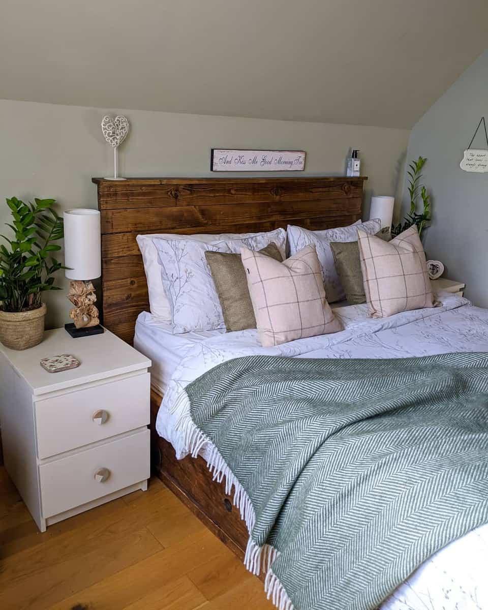 Wood DIY Headboard Ideas -emmas_achilty_home