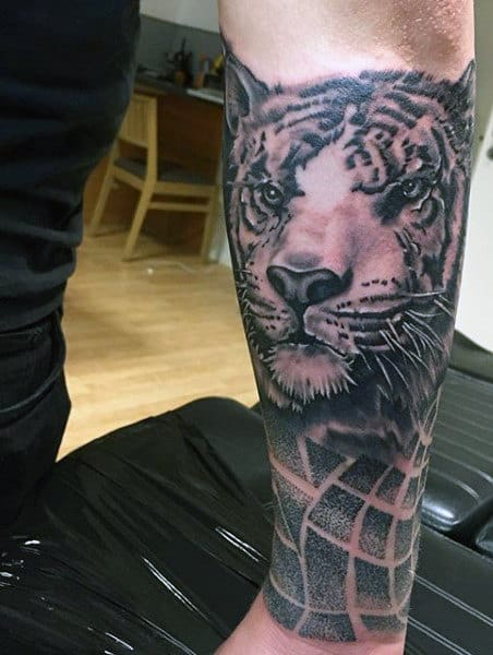 Abstract Men's Tiger Tattoo
