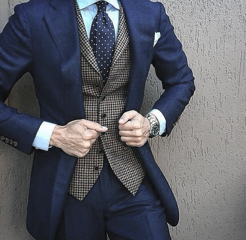 Aesthetic Navy Blue Suit Style Ideas For Men With Grey Vest And Polka Dot Tie