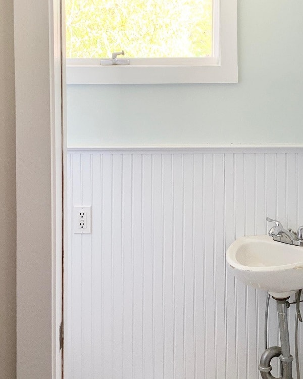 All White Farmhouse Bathroom Wainscoting Bungalowouteast