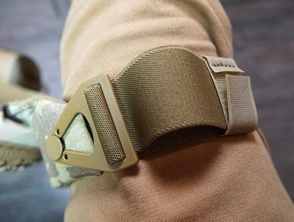 Altacontour 360 Multicam Vibram Cap Knee Pads Velcro Strap