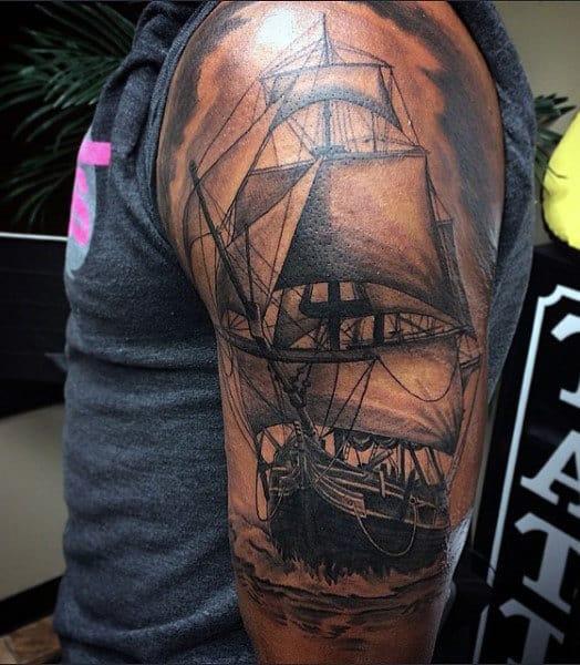 70 idées de tatouage de bateau pour les hommes
