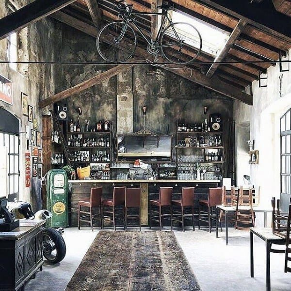 Amazing Vintage Garage Bar